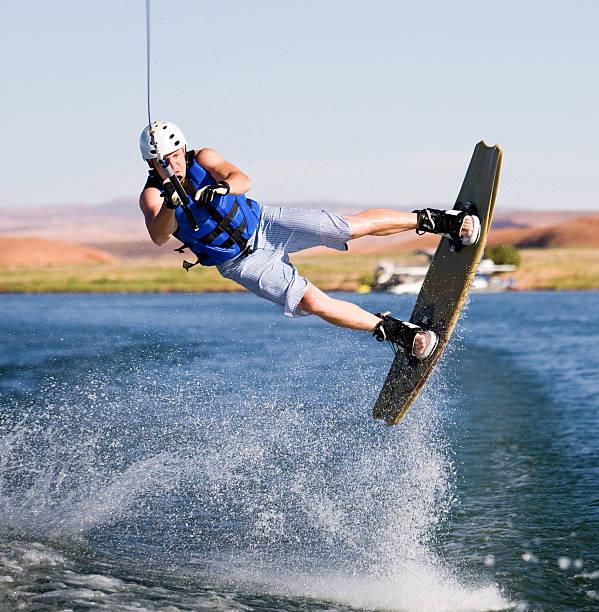 Mann wakeboarding am Lake Powell – Foto