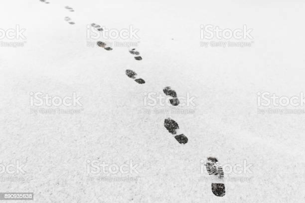 Man walked he left footprints in the snow picture id890935638?b=1&k=6&m=890935638&s=612x612&h=d5e83e0f0dnegwtsxfc  hn76k2ohaez7oi95iwdqkg=