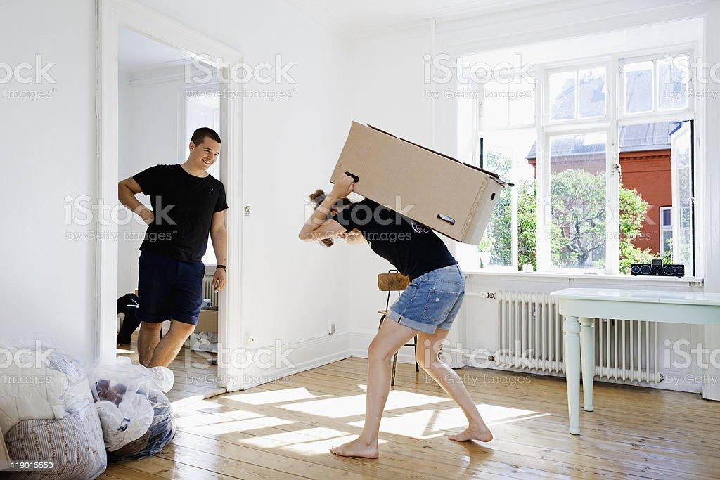 Mann bei Freundin schwere box – Foto