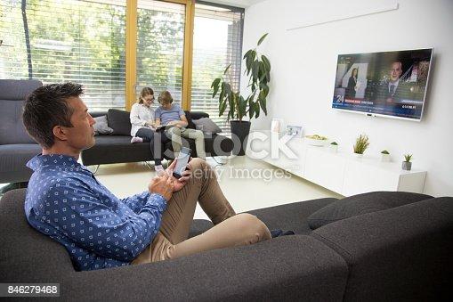 1134439364 istock photo Man watching tv 846279468