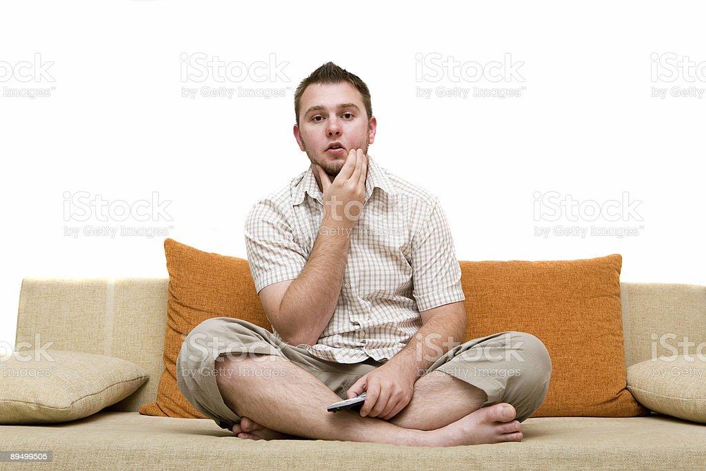 Uomo di guardare la tv foto stock royalty-free