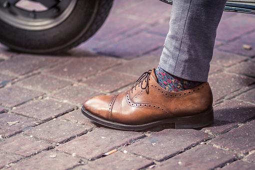 Man wearing an Oxford shoe on the street