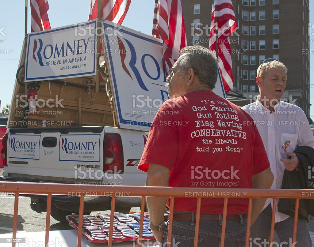 Man Wearing Conservative T-Shirt at Mitt Romney Campaign Rally i royalty-free stock photo