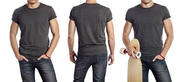 Mann trägt grauen t-shirt – Foto