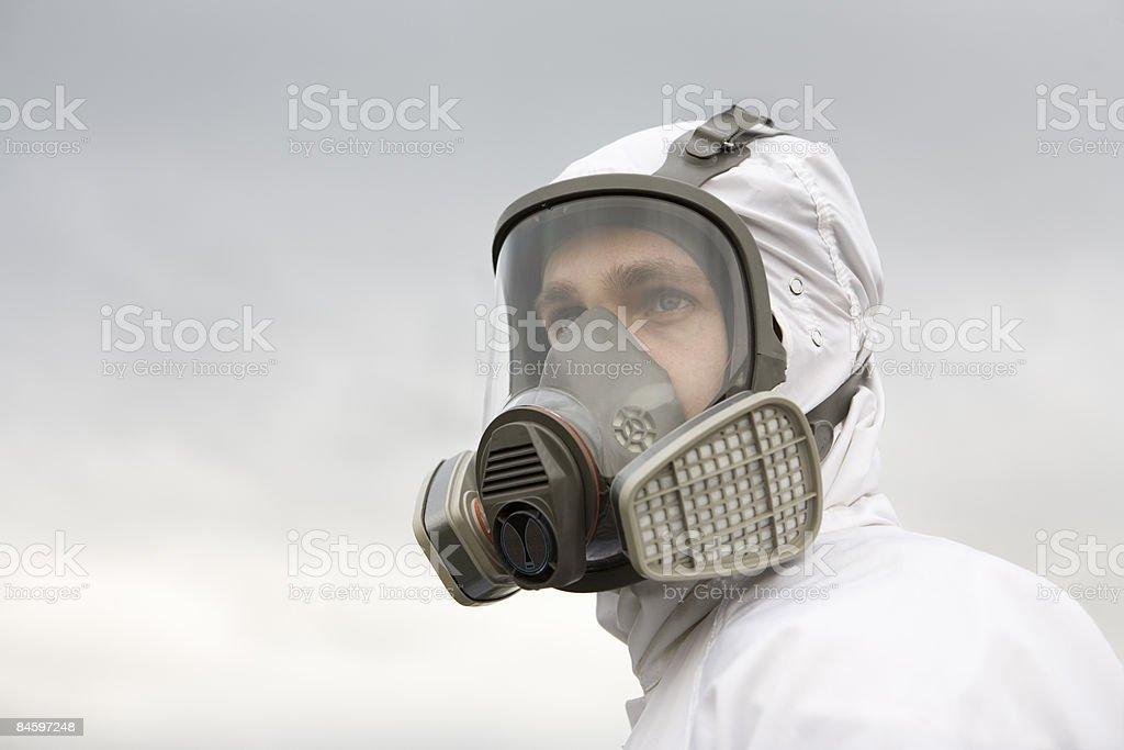 Man wearing hazmat suit, looking into the distance photo libre de droits