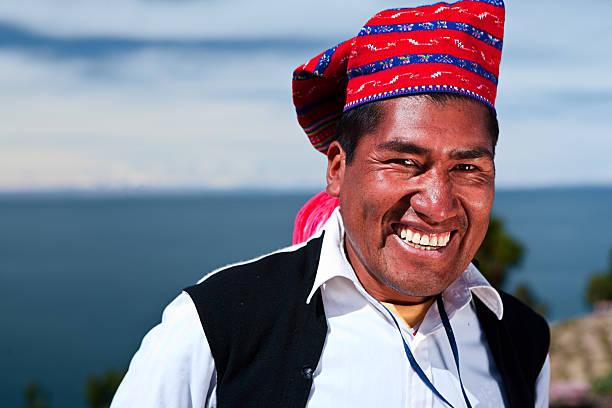 ナショナル・コスチュームを着ている男性タキーレ島でペルー - タキーレ島 ストックフォトと画像