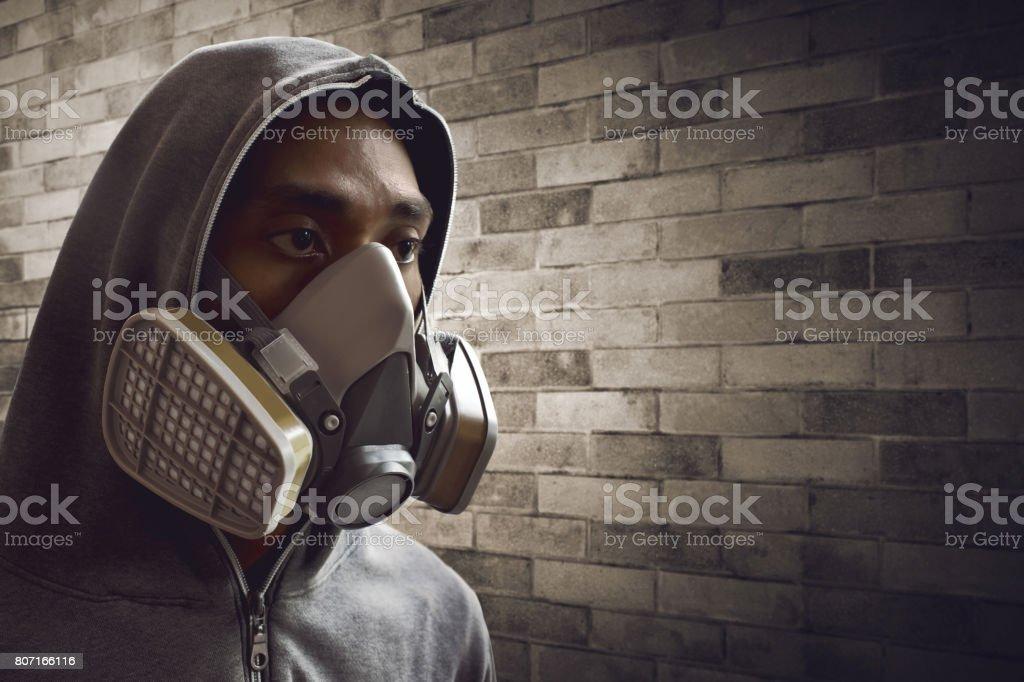 homem vestindo máscara respirador stock foto royalty free istock