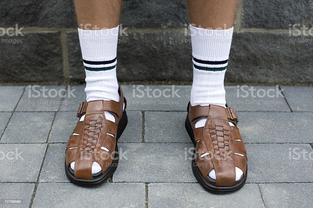 Man wearing sandalias - foto de stock