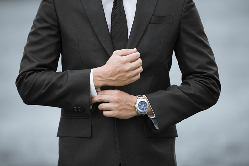 516141885 istock photo Man wearing suit and watch 610970252