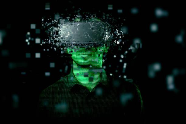 Homme portant un casque en réalité virtuelle - Photo