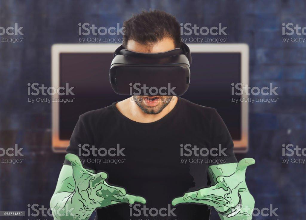 Mann mit virtuellen Reality-Headset - Lizenzfrei Ausrüstung und Geräte Stock-Foto