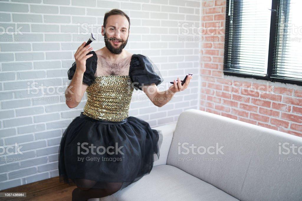 Trägt kleid mann Mann trägt