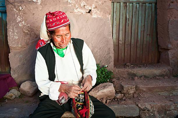男性に編みこみタキーレ島でペルー - タキーレ島 ストックフォトと画像
