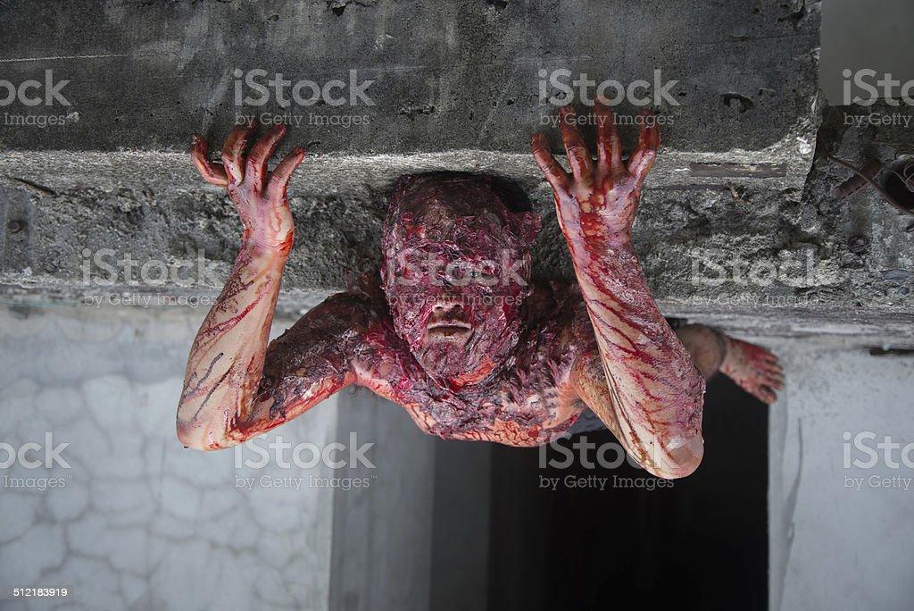 Mann, der verbrannt die Schrecken eines in einem verlassenen – Foto