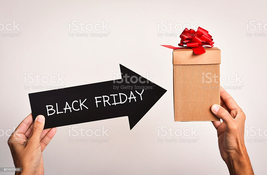 man with a gift box and the text black friday photo libre de droits