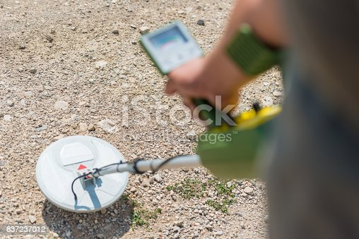 istock Man with a metal detector 837237012
