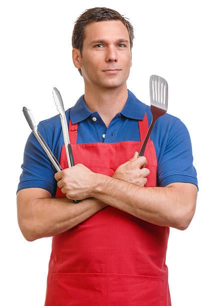 mann mit grill küche küchenutensilien, isoliert auf weißem hintergrund - grillschürze stock-fotos und bilder
