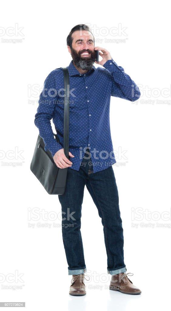 Mann mit Bart hält Tasche und Telefon – Foto