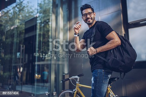istock Man with bicycle in city 891537404