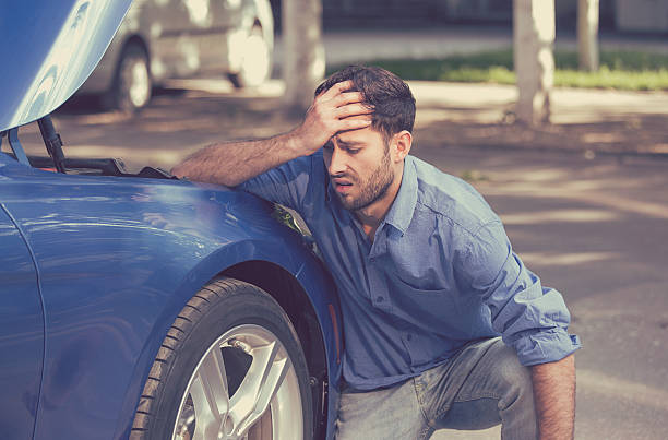 Man with broken down car flat tire​​​ foto