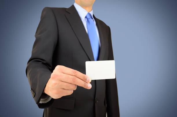homem com cartão - foto de acervo