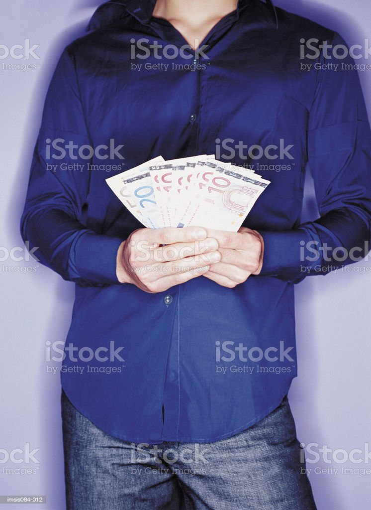 Hombre con efectivo foto de stock libre de derechos