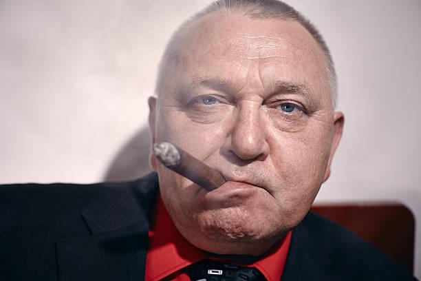 Mann mit einer Zigarre Nahaufnahme – Foto