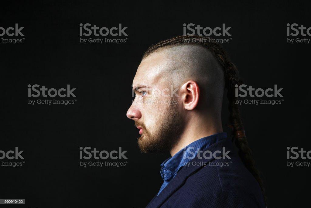 Foto De Homem Com Dreadlocks Parece Que Um Viking Corte De
