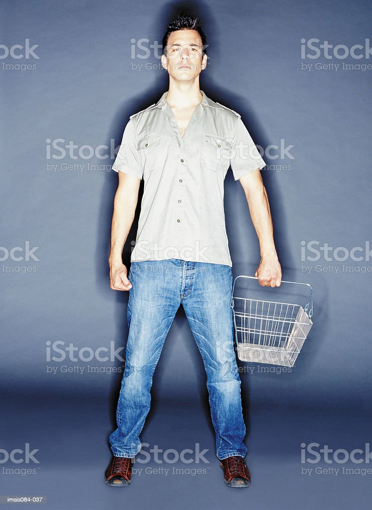 Man with empty shopping basket foto royalty-free