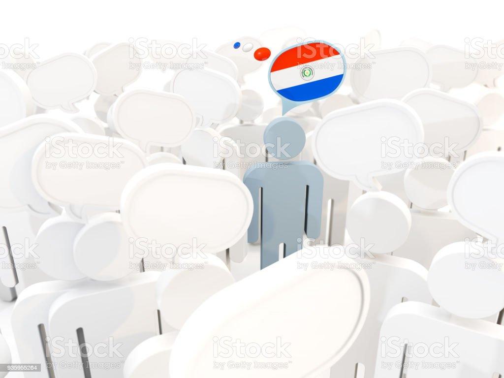 Hombre con la bandera de paraguay en una multitud - foto de stock