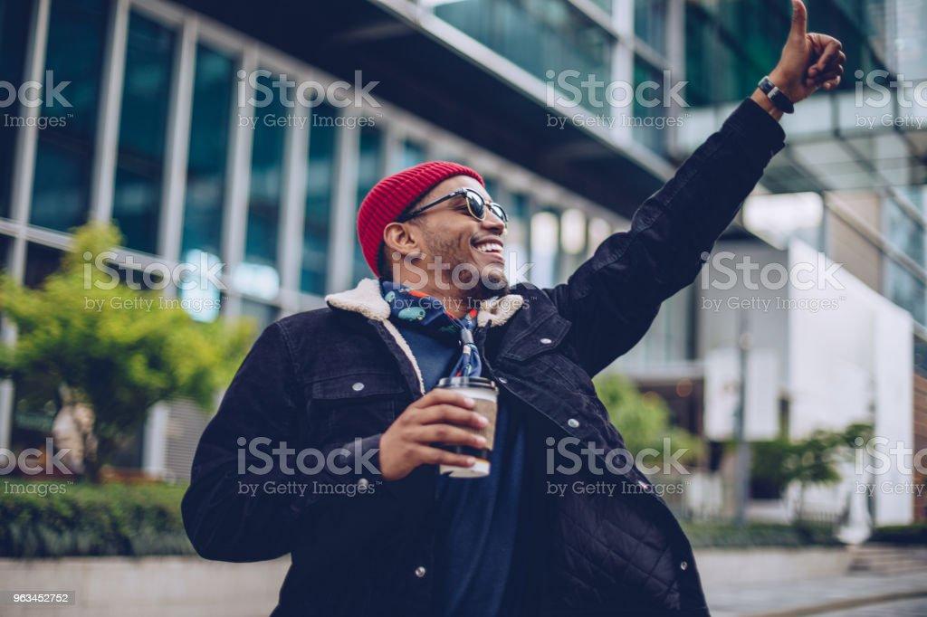 Adam eliyle kaldırdı - Royalty-free Adamlar Stok görsel