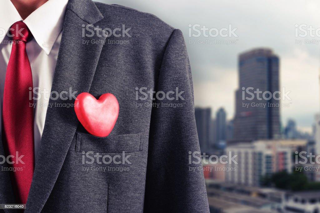 Homem com coração - foto de acervo