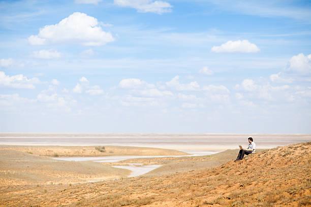 Mann mit laptop – Foto