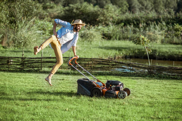 man with lawn mower on the backyard - jumping zdjęcia i obrazy z banku zdjęć