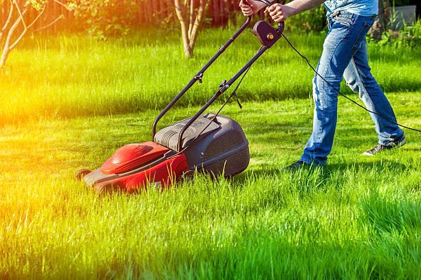 Mann mit lawnmower – Foto
