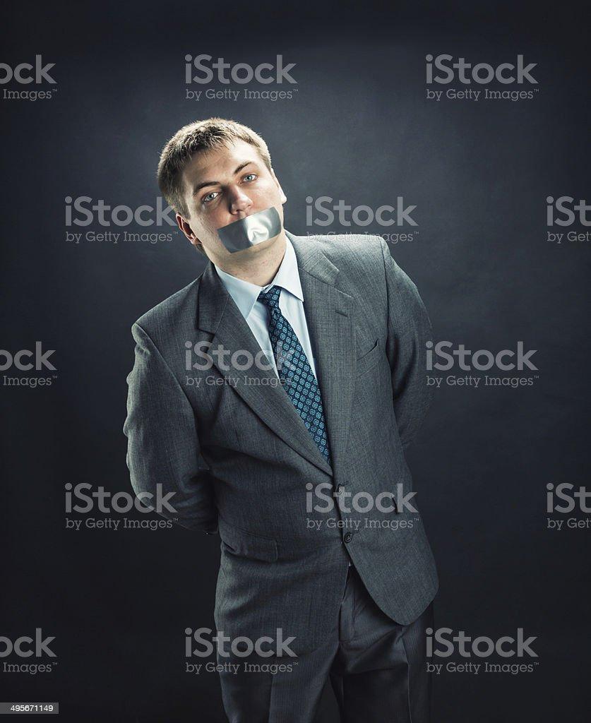 Mann mit Mund bedeckt mit Klebeband – Foto