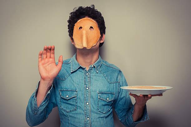 Mann mit Pfannkuchen auf seinem Gesicht – Foto