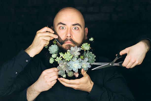 Człowiek z brodą roślin w – zdjęcie