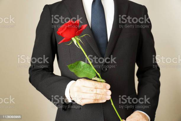 Man with rose flowers picture id1128393955?b=1&k=6&m=1128393955&s=612x612&h=xcusgfm3caomiaaabo09q0lxj4l1bumktte0uwimbss=
