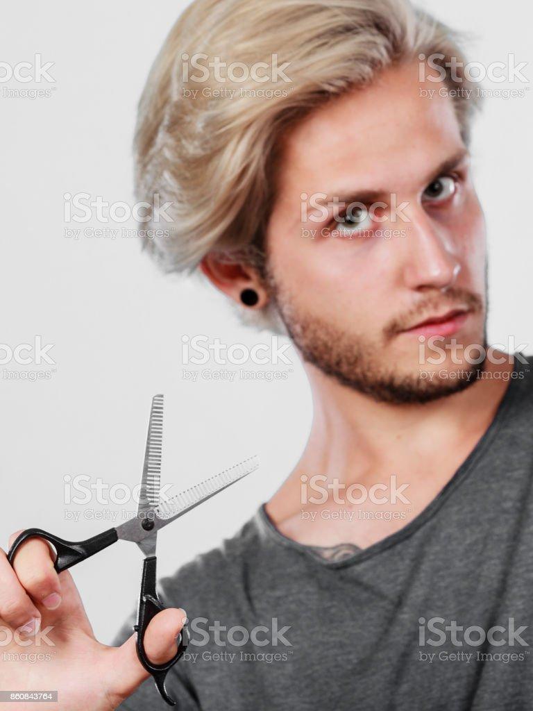 Mann Mit Einer Schere Texturierung Oder Ausdünnen Der