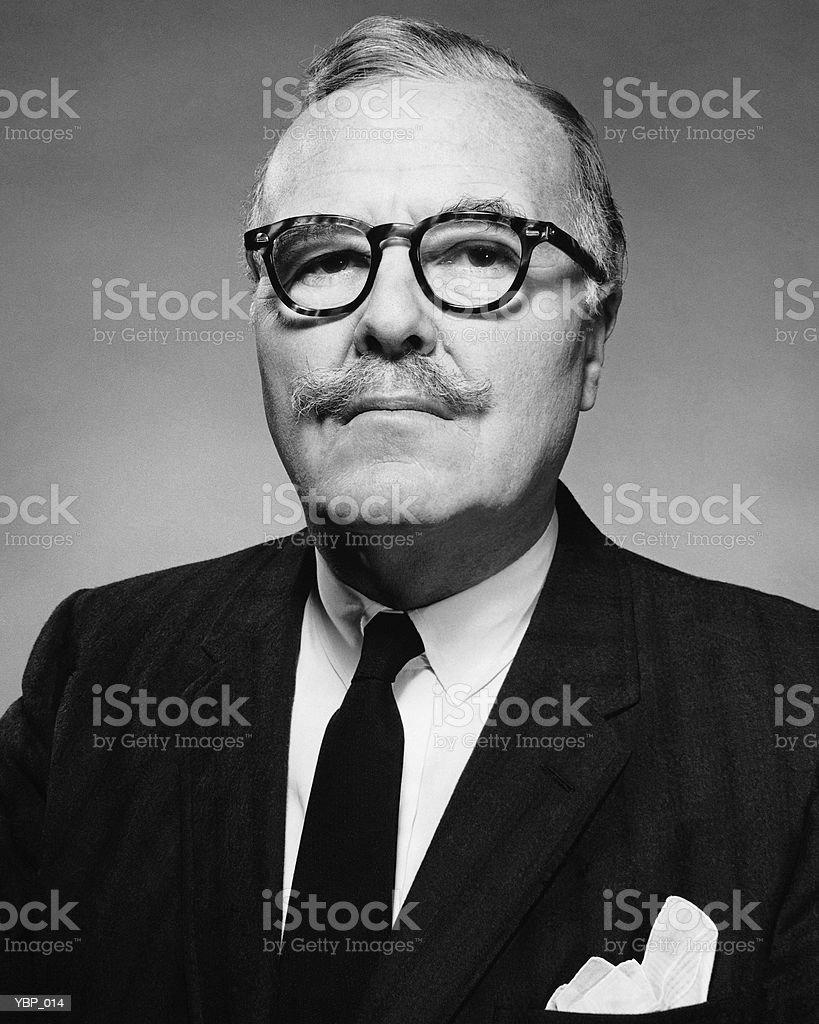 Homem com expressão séria foto royalty-free