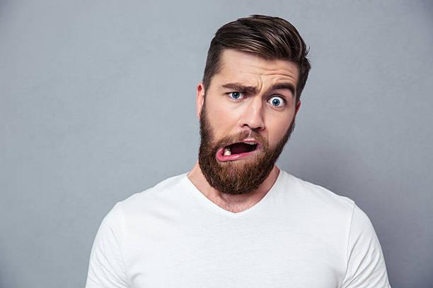 Homme avec la stupidité mug - Photo