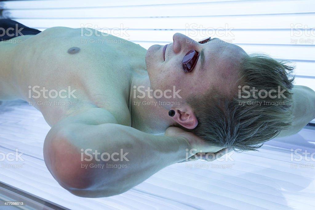 Sul Con Uomo Da Lettino Nel Solarium Sole Solare Occhiali n0m8wN