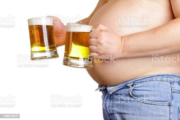 Hombre Con Dos Tazas De Cerveza Foto de stock y más banco de imágenes de Abdomen