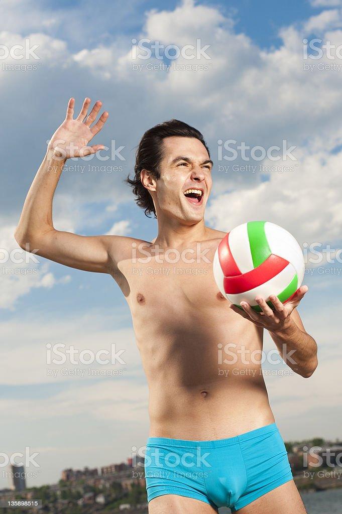 Mann mit volleyball-ball – Foto
