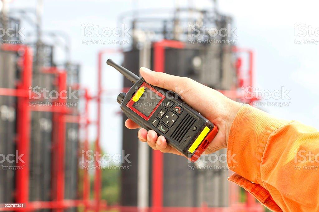 Mann mit walkie talkie für im Freien – Foto