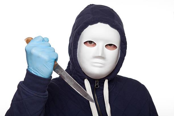 mann mit weißer maske xxxl - hackmesser stock-fotos und bilder