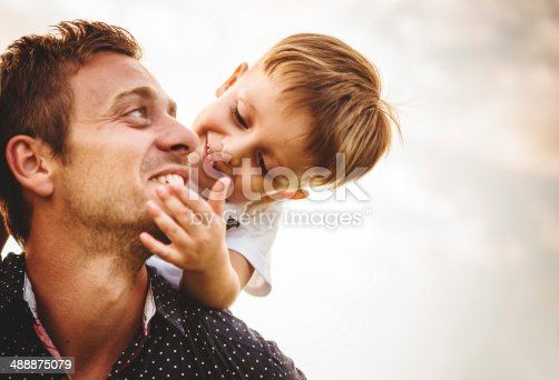 istock Man with young boy on shoulders 488875079