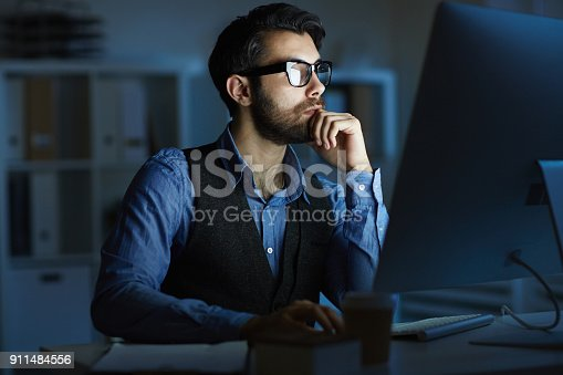 istock Man working at night 911484556