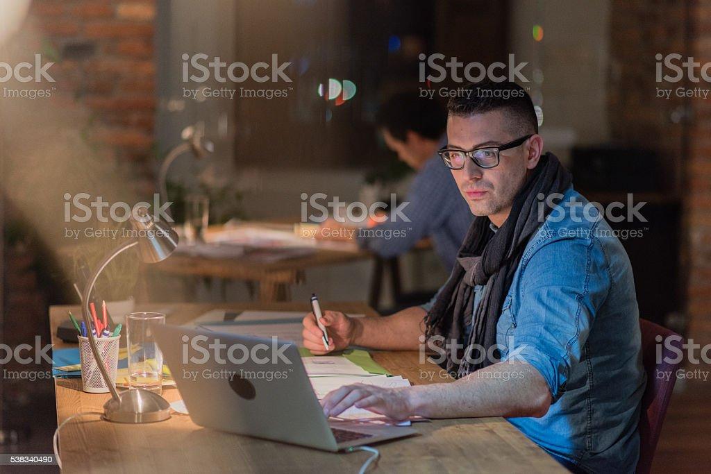 Mann arbeiten im Büro – Foto